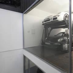 Garages de estilo moderno por Barbosa & Guimarães, Lda.