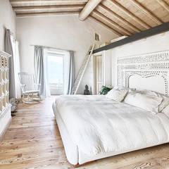 La camera padronale: Camera da letto in stile in stile Rustico di STUDIO PAOLA FAVRETTO SAGL - INTERIOR DESIGNER