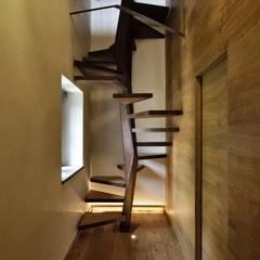 CASTELLO CECONI - INTERNI: Ingresso, Corridoio & Scale in stile in stile Moderno di Elia Falaschi Photographer
