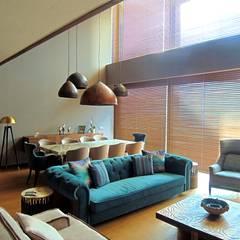 Visage Home Style - A project in İzmir, Turkiye.  - İzmir'de uygulaması bize ait bir projenin salonundan bir kare.: modern tarz Oturma Odası