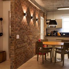 Sala almoço/cozinha: Salas de jantar modernas por AREA ARQUITETURA