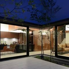 House in Fushimi: 設計組織DNAが手掛けたtranslation missing: jp.style.ダイニング.modernダイニングです。