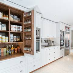Cornforth White Shaker Kitchen: classic Kitchen by Maple & Gray