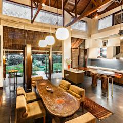 G Farm House: eclectic Dining room by Kumar Moorthy & Associates