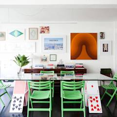 APTO ANTONIO CARLOS: Salas de jantar ecléticas por Mauricio Arruda Design