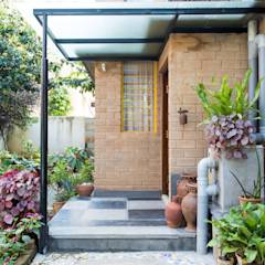 Farmhouse: asian Houses by Biome Environmental Solutions Limited