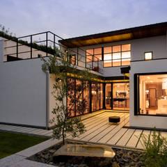 House with the bath of bird: Sakurayama-Architect-Designが手掛けたtranslation missing: jp.style.家.modern家です。