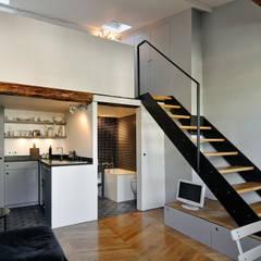 Vue d'ensemble: Couloir, Entrée & Escaliers de style de style Moderne par Marion Rocher