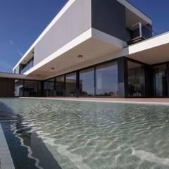 Casa JD: Piscinas modernas por Atelier d'Arquitectura J. A. Lopes da Costa