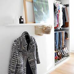 Styling Ankleidezimmer: skandinavische Ankleidezimmer von Kristina Steinmetz Design