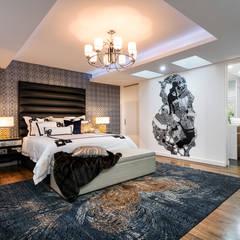 Menora Residence: modern Bedroom by Moda Interiors