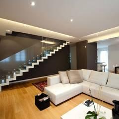 translation missing: id.style.ruang-keluarga.minimalis Ruang Keluarga by SANSON ARCHITETTI