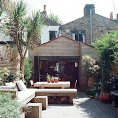 Jemima's House: modern Houses by Tom Kaneko Design & Architecture