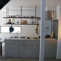 N-house: さくま建築設計事務所が手掛けたtranslation missing: jp.style.キッチン.industrialキッチンです。