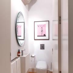 toillet: Casas de banho minimalistas por Home Staging Factory