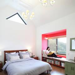부부침실: 주택설계전문 디자인그룹 홈스타일토토의 translation missing: kr.style.침실.modern 침실