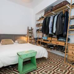 casa 100% Saudade: Dormitorios de estilo escandinavo de saudade muebles