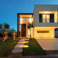 Garages de estilo minimalista por Tony Santos Arquitetura