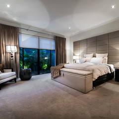 Floreat Residence: modern Bedroom by Moda Interiors