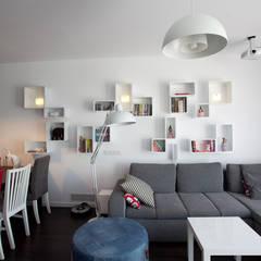 Wnętrze FOLK : styl translation missing: pl.style.salon.skandynawski, w kategorii Salon zaprojektowany przez KLIFF DESIGN