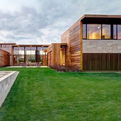Sam's Creek: modern Houses by Bates Masi Architects