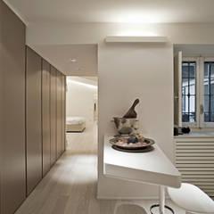 APPARTAMENTO A MILANO: Cucina in stile in stile Minimalista di bdastudio