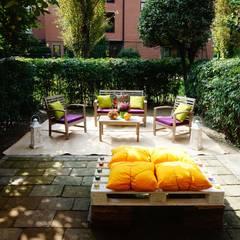 HOME STAGING ALL'ARIA APERTA! CRONACA DI UN CAMBIAMENTO!: Giardino in stile in stile Classico di ROBERTA BELLOTTI