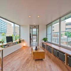堀ノ内の住宅: 水石浩太建築設計室/ MIZUISHI Architect Atelierが手掛けたtranslation missing: jp.style.リビング.modernリビングです。