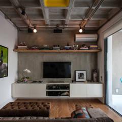 Salas multimedias de estilo translation missing: cl.style.salas-multimedias.industrial por PM Arquitetura