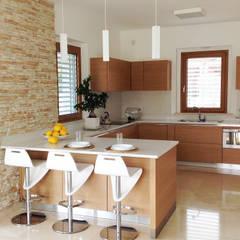 Family House: Cucina in stile in stile Moderno di Lucia D'Amato Architect