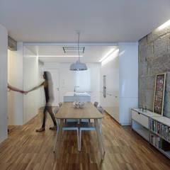 Piso Vilas: Comedores de estilo moderno de Castroferro Arquitectos
