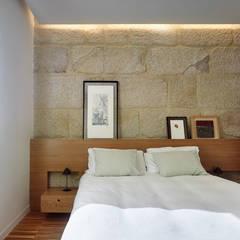 Piso Vilas: Dormitorios de estilo moderno de Castroferro Arquitectos
