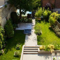 UN JARDIN CONTEMPORAIN: Jardin de style de style Moderne par  GARDEN TROTTER