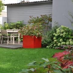UNJARDIN DE VILLE: Jardin de style de style Moderne par  GARDEN TROTTER