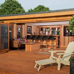 Garages de estilo moderno por Crown Pavilions