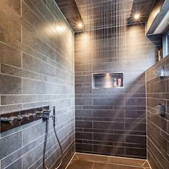 ORT DER RUHE: moderne Badezimmer von ONE!CONTACT - Planungsbüro