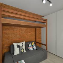 Apartamento Publicitária: Quartos translation missing: br.style.quartos.moderno por Johnny Thomsen Design de Interiores