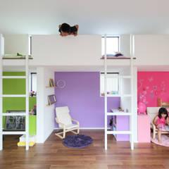 Cuartos infantiles de estilo minimalista por arakawa Architects & Associates