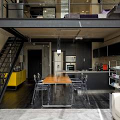 Cocinas de estilo industrial por DIEGO REVOLLO ARQUITETURA S/S LTDA.