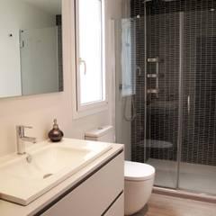 Baño PRINCIPAL. CECILIA POZZI INTERIORISMO: Baños de estilo moderno de CECILIA POZZI INTERIORISMO