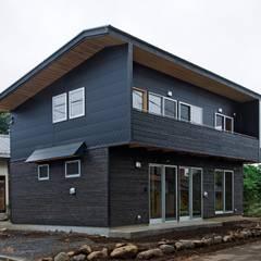 西外観: 氏原求建築設計工房が手掛けたtranslation missing: jp.style.家.rustic家です。