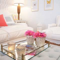 DEPOIS | Apartamento Amoreiras: Salas de estar mediterrânicas por Catarina Batista Arquitectura e Interiores