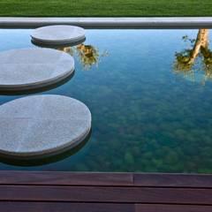 Casa SG: Jardins modernos por Atelier d'Arquitectura J. A. Lopes da Costa
