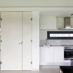 Vivienda en Villagarcía: Cocinas de estilo minimalista de Nan Arquitectos