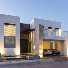 CASA RR8: Casas de estilo moderno por Grupo Arsciniest