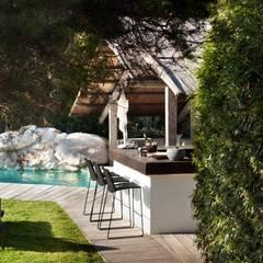 Pool House : mediterranean Pool by TG Studio