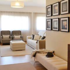 032 | Apartamento, Setúbal: Corredores, halls e escadas ecléticos por T2 Arquitectura & Interiores