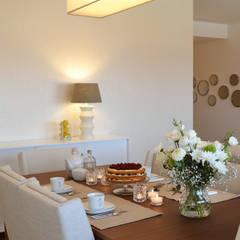032 | Apartamento, Setúbal: Salas de jantar ecléticas por T2 Arquitectura & Interiores