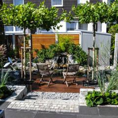 Urbaner Garten im Herzen Nürnbergs: moderner Garten von -GardScape- private gardens by Christoph Harreiß