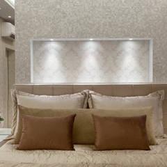 Casa Buriti: Quartos translation missing: br.style.quartos.moderno por Arquiteto Aquiles Nícolas Kílaris